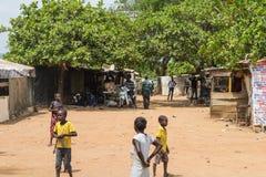 Lantlig boning i Nigeria Arkivbilder