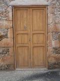 Lantlig brun dörr i Fuerteventura med bruna stenar Royaltyfri Fotografi
