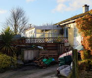 Lantlig bungalow arkivbilder