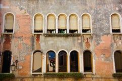 Lantlig byggnad i Venedig, Italien royaltyfri fotografi