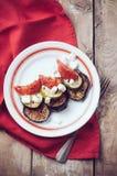 Lantlig enkel mat: grillade grönsaker Royaltyfri Fotografi
