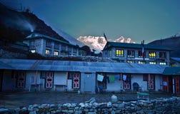 Lantlig by för Nepali i himalayasna Royaltyfri Bild