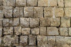 Lantlig forntida handcrafted stenvägg i Matera, Italien Arkivbild