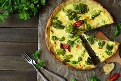 Lantlig Frittata, syrligt med broccoli Fotografering för Bildbyråer