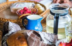 Lantlig frukost eller mellanmål Royaltyfri Fotografi