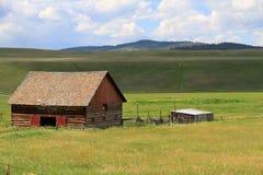 Lantlig gammal ladugård i Montana Royaltyfri Fotografi