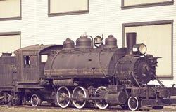 Lantlig gammal lokomotiv Arkivfoton