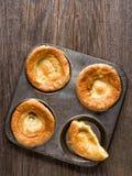 Lantlig guld- brittisk yorkshire pudding Royaltyfria Foton