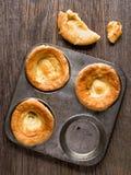 Lantlig guld- brittisk yorkshire pudding Royaltyfria Bilder