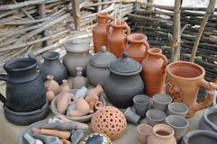 Lantlig handgjord keramik. Royaltyfri Fotografi