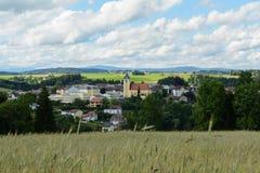 Lantlig idyllisk lantlig gemenskap Neufelden - Österrike arkivfoto