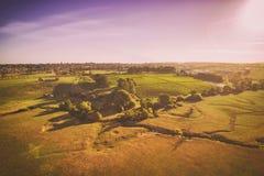Lantlig jordbruksmark med vingården, Australien Arkivfoto