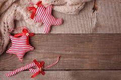 lantlig julgarnering Bakgrund för tappning för lyckligt nytt år för glad jul trä kopiera avstånd flatlay arkivfoto