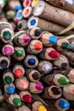 Lantlig kulör blyertspenna arkivbild