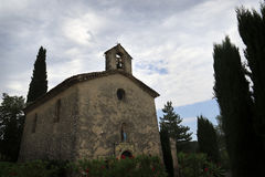 Lantlig kyrka i Provence, Frankrike Fotografering för Bildbyråer