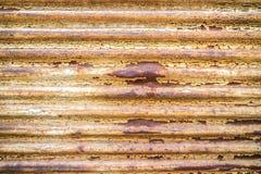 Lantlig metalldörr arkivfoton