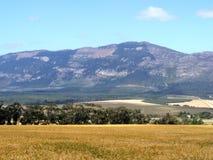lantlig mountainscape arkivbilder