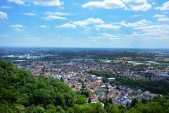 Lantlig panoramasikt av den Rhein Nckar regionen från Odenwalden i Baden Württemberg i Tyskland arkivbilder