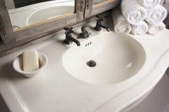 lantlig plats för badrum Arkivbilder