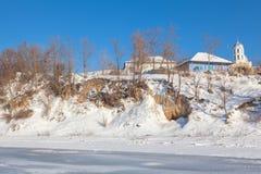 Lantlig sikt i vintertiden Arkivfoton