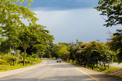 Lantlig thai väg Arkivfoton