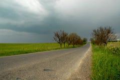 lantlig thunderstorm för väg Arkivfoton