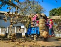 Lantlig väg i Bagan, Myanmar Royaltyfria Bilder