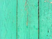 Lantlig vertikal plankabakgrund av gräsplan och turkos, riden ut textur med kopieringsutrymme arkivbilder
