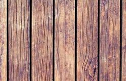 Lantlig wood textur med vertikala linjer Värme brun träbakgrund för naturligt baner Royaltyfri Foto