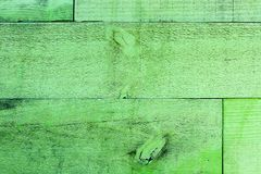 Lantliga gamla grungy och red ut träplankor för grön vägg som sömlös bakgrund för wood textur arkivfoton