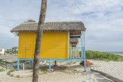 Lantliga hus för kulör wood strand Arkivfoton