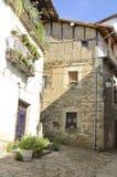 Lantliga hus i Candelario Royaltyfri Foto