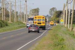 Lantliga kanadensiska skolbussar Arkivbilder