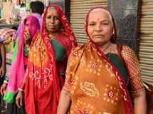 Lantliga kvinnor på Gujarat Royaltyfri Bild