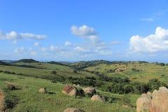 Lantliga Swaziland, brukar och fält, sydliga Afrika, afrikanskt landskap Fotografering för Bildbyråer