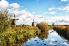 lantliga windmills royaltyfri bild