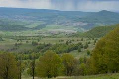 Lantligt Carpathian landskap Rumänien royaltyfria bilder