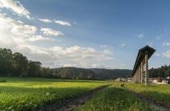 Lantligt europeiskt landskap med hayracken fotografering för bildbyråer