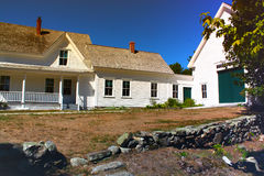 Lantligt gammalt New England lantgårdhus Arkivfoto