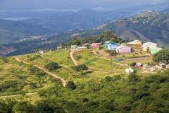 Lantligt hus för landskap och dal av tusen kullar arkivfoton