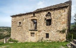 Lantligt hus i förstört Fotografering för Bildbyråer