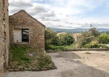 Lantligt hus i förstört Royaltyfri Foto
