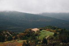 Lantligt huslandskap Pyrenees royaltyfria foton