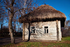 lantligt klassiskt hus Arkivfoton