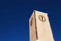 Lantligt klockatorn i Oia greece santorini royaltyfria bilder