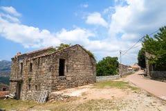 Lantligt landskap av södra Korsika, gammalt hus Fotografering för Bildbyråer