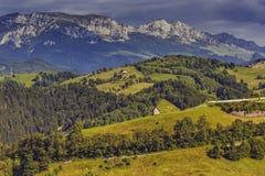 Lantligt landskap för berg Arkivbilder