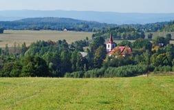 Lantligt landskap för höst med bykyrkan Fotografering för Bildbyråer
