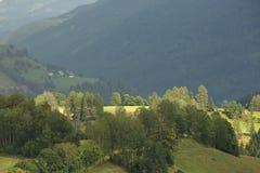 Lantligt landskap från fjällängar Arkivbild