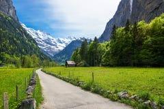 Lantligt landskap i Lauterbrunnen, Schweiz Arkivbilder